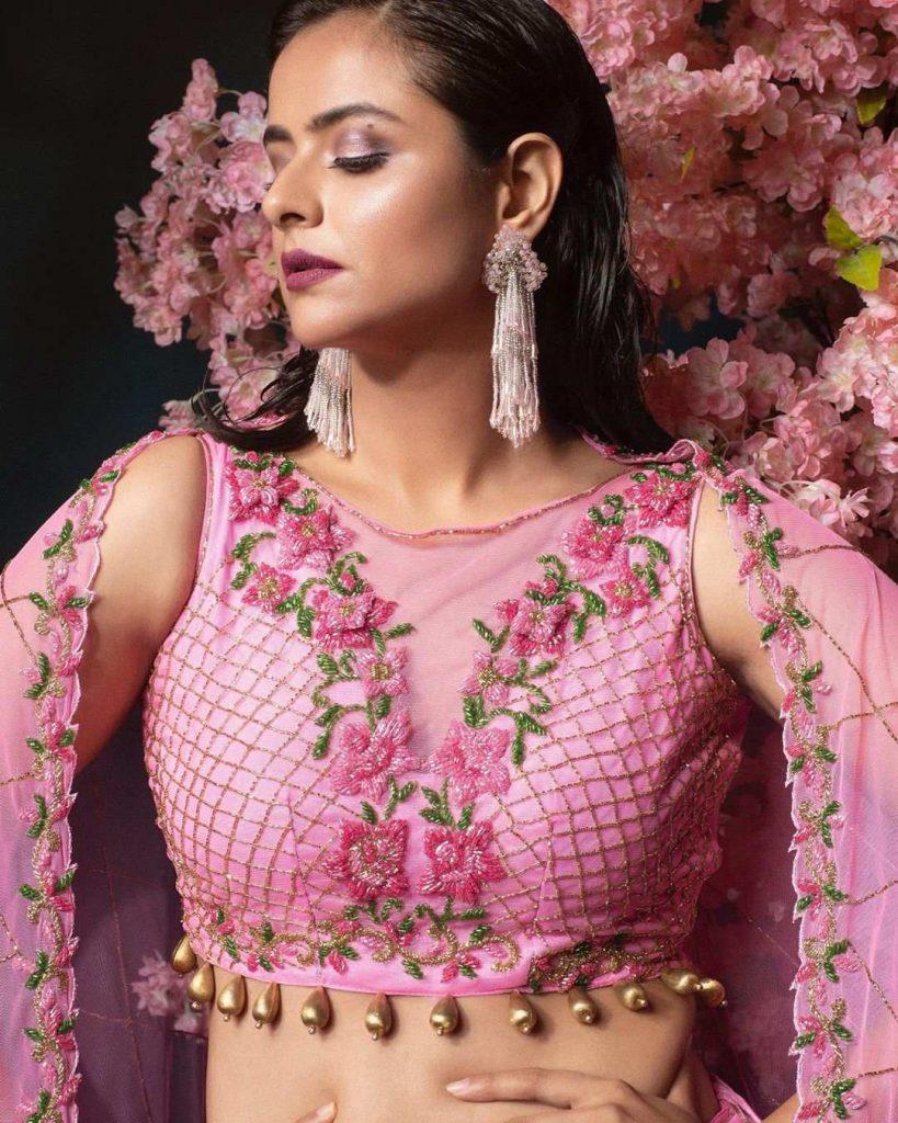 Floral lehenga choli wih tear drop bead details