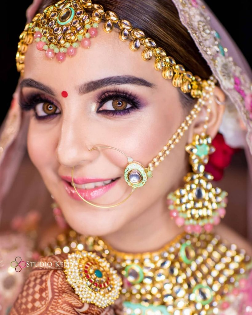 Soft black pink eye makeup with hazel brown lenses by Studio Kelly