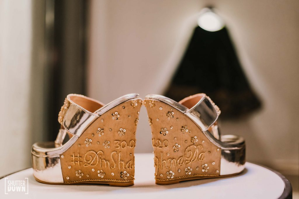 customised embroidered wedding footwear by Himali Doshi