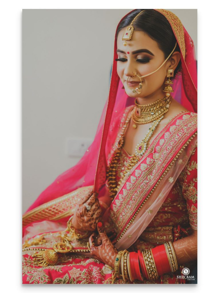 Indian bride in traditional pink lehenga and cut crease golden black eye makeup for 2020