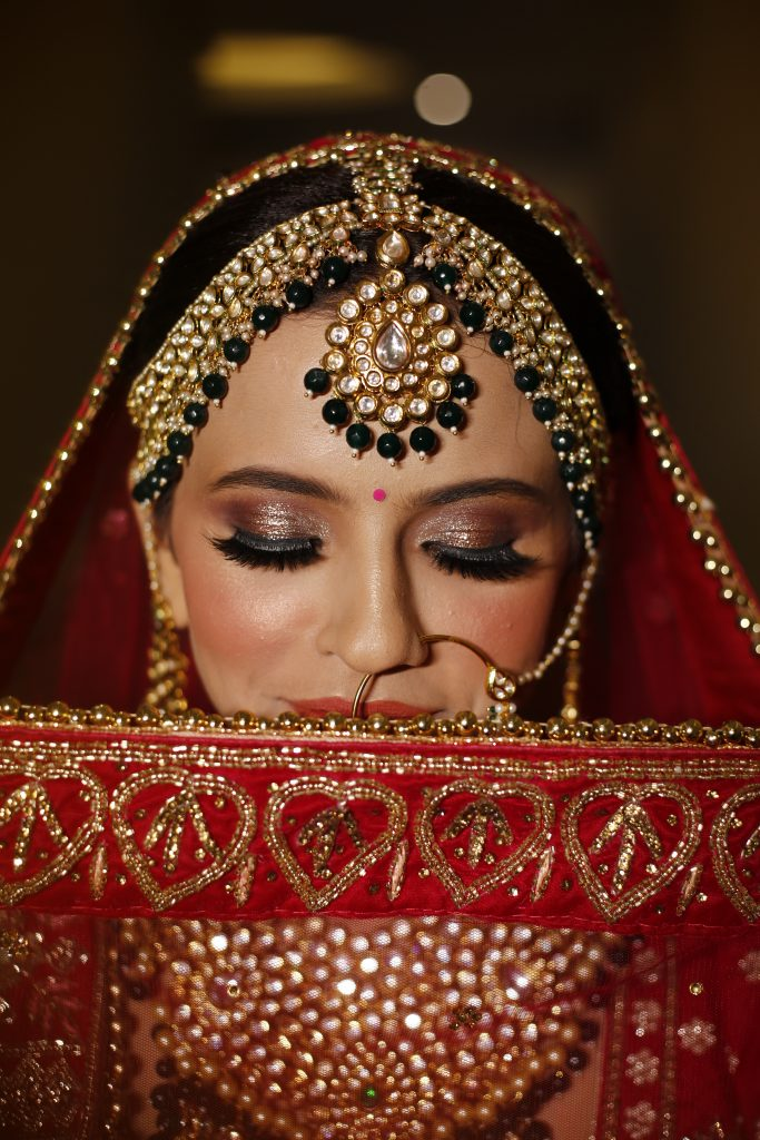 traditional and dramatic glitter indian bridal eye makeup look