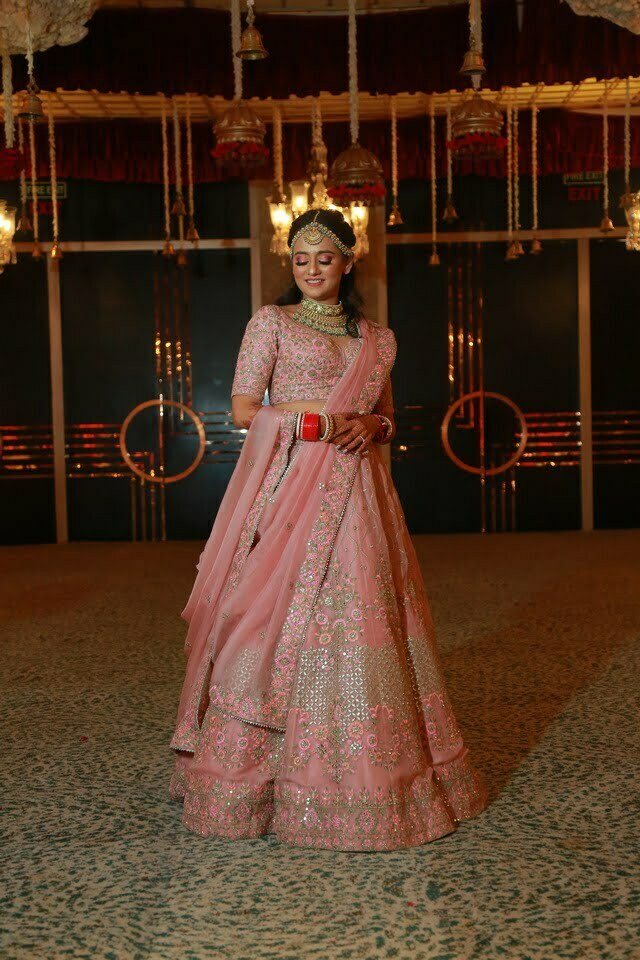 portrait of marwari bride in embroidered pink lehenga and blouse