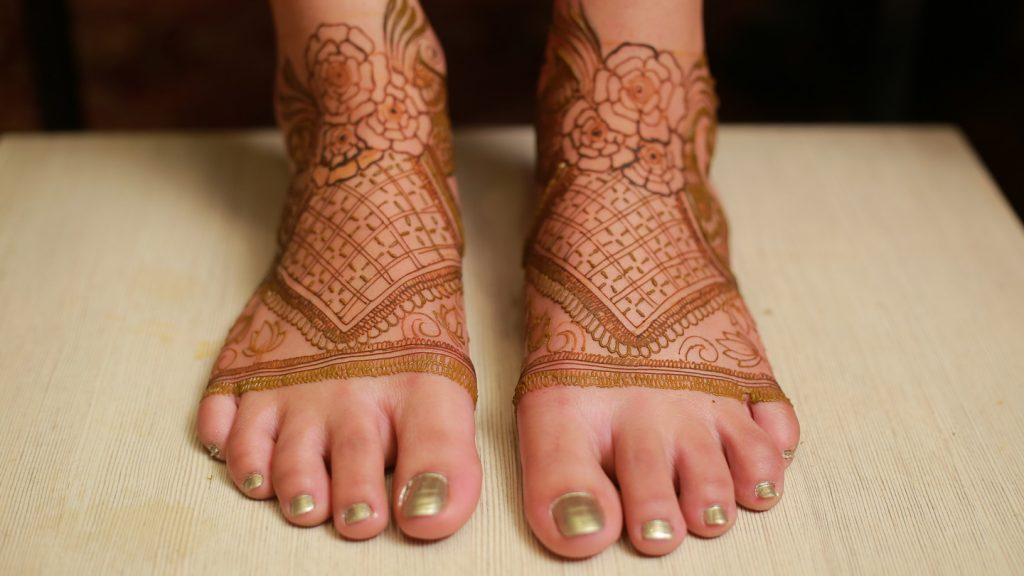 bridal mehendi design for feet