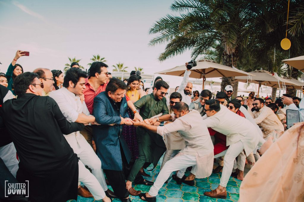 Fun Tug of war poolside party games
