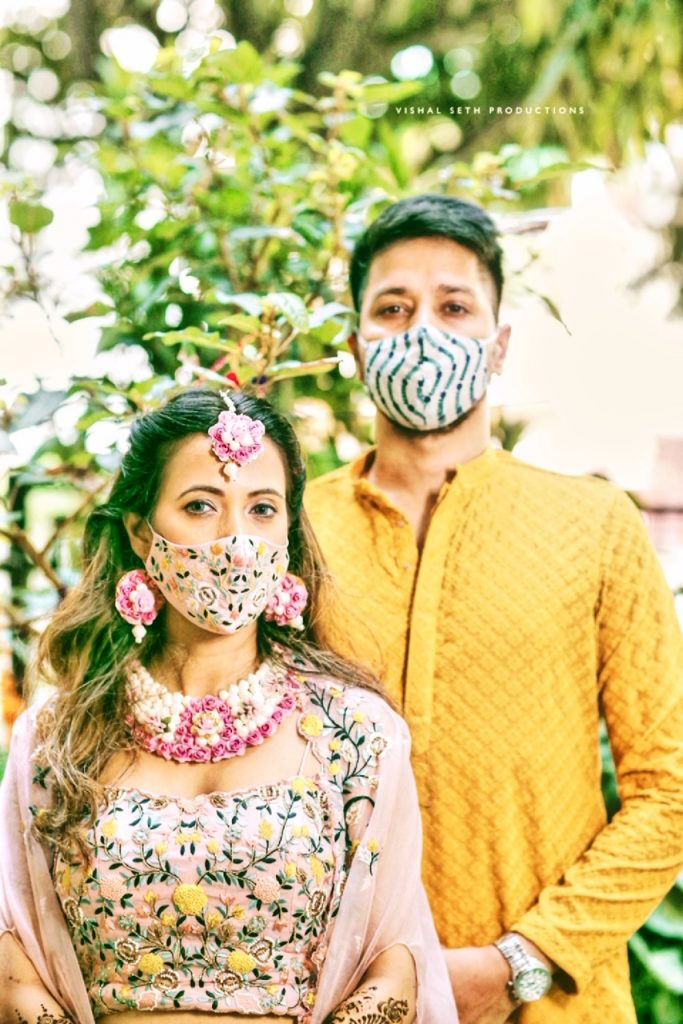 swirl print offbeat face mask for groom