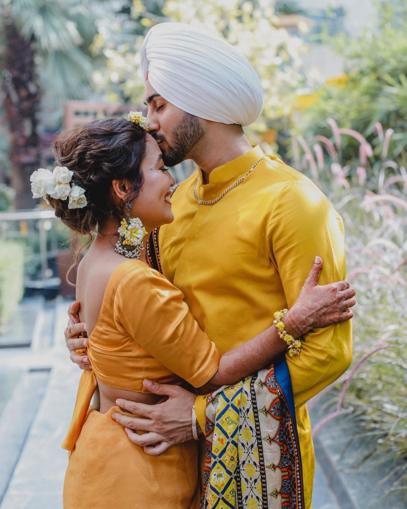 haldi ceremony cute couple neha kakkar and rohanpreet posing