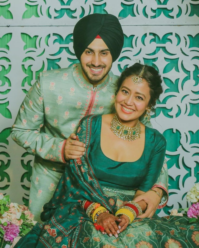 neha kakkar nd rohanpreet singh co-ordinated mehendi outfits