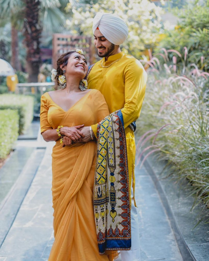 candid photography of celebrity couple neha and rohanpreet