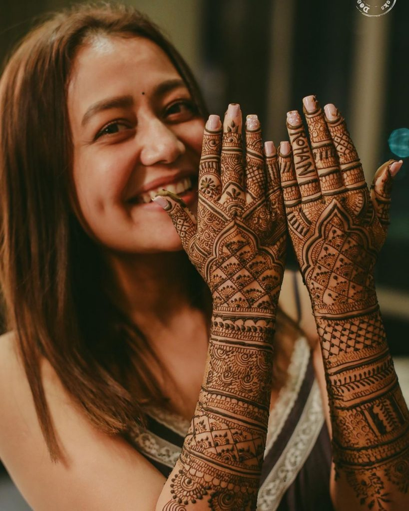 mehendi with rohanpreet name on hand of neha kakkar