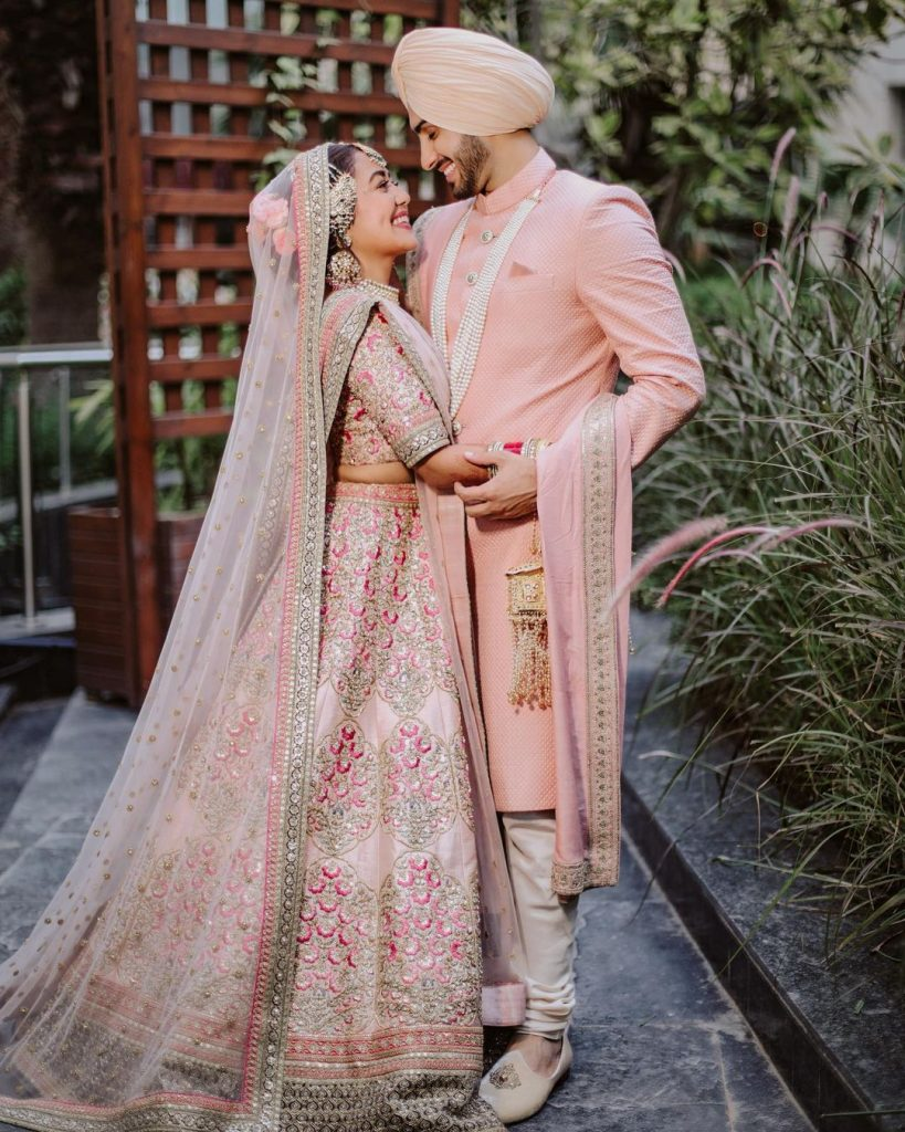 Adorable sabyasachi couple neha hugging rohanpreet singh for anand karaj ceremony photoshoot