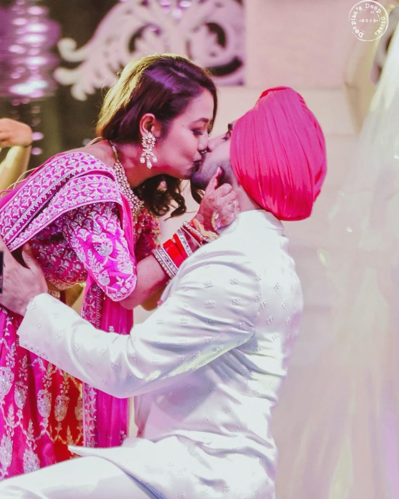 neha rohanpreet kissing during engagement ceremony performances and ring ceremony