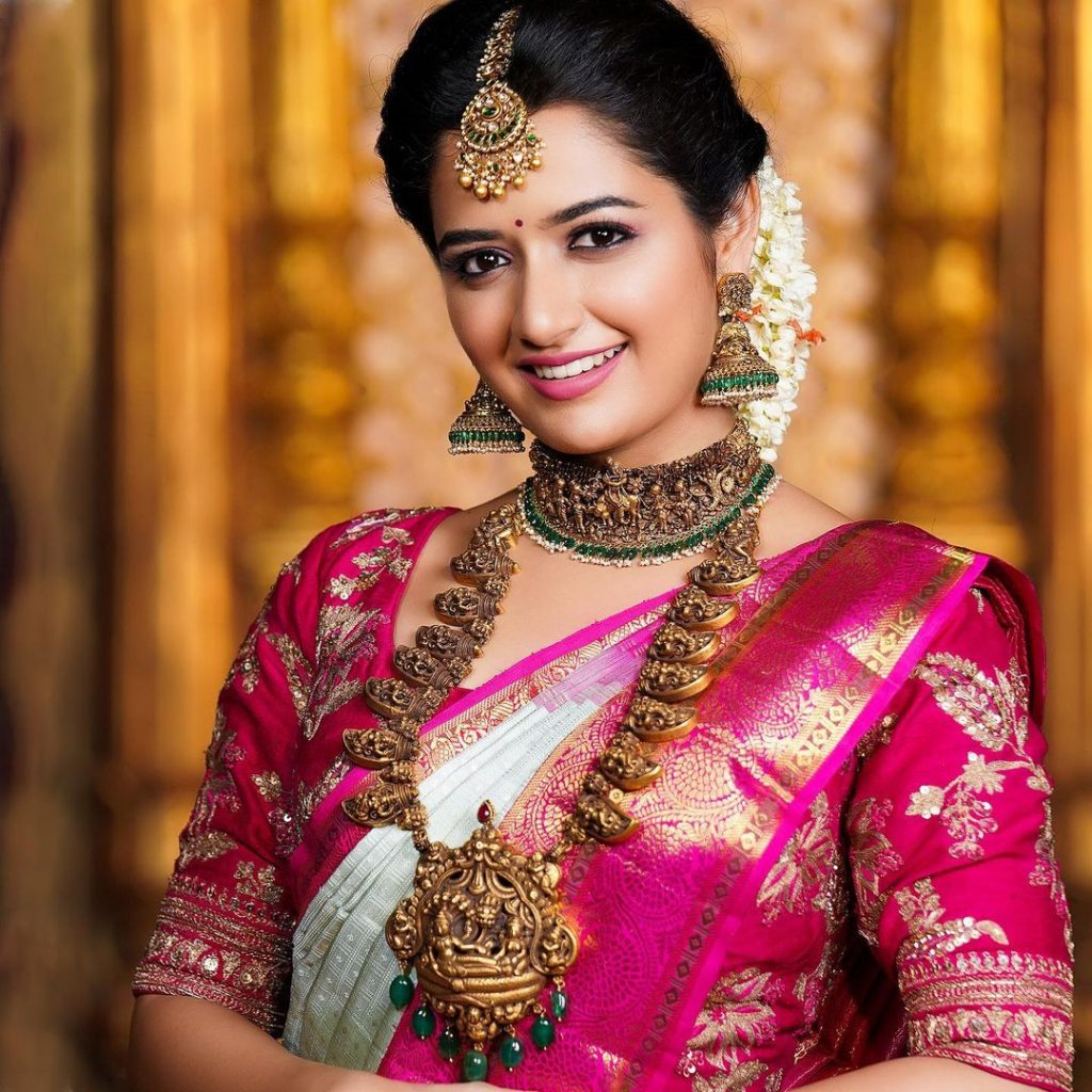 Simple south indian wedding hairstyle for round chubby face