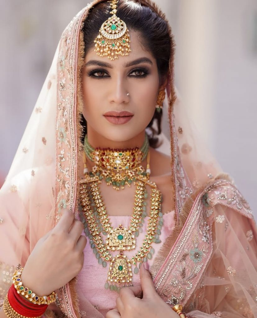 gold and turquoise jewellery with pink sharara