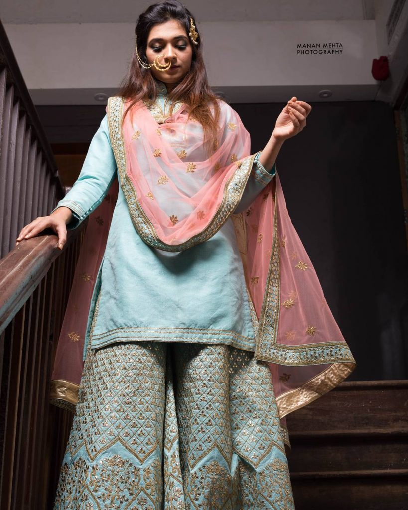 grey kurta palazzo with pink sheer dupatta for mehendi function outfits