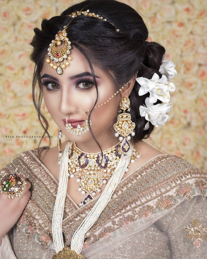 Gorgeous wedding hairstyle for round face shape with dreamy locks and lots of volume