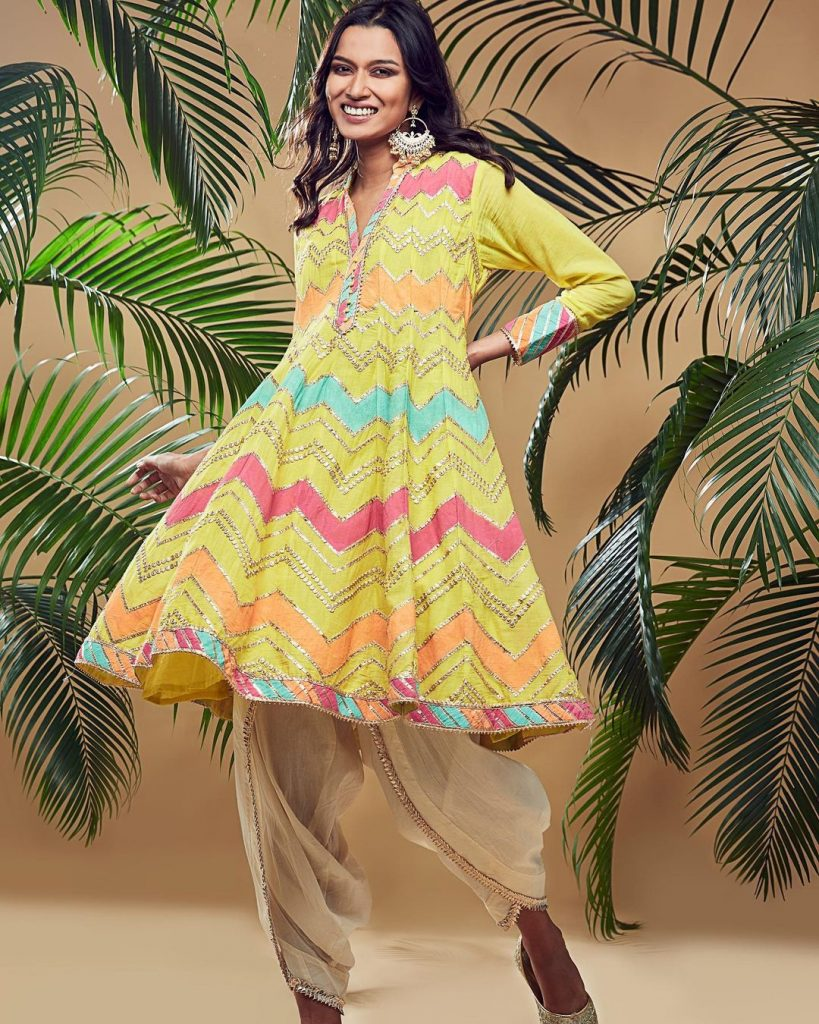 yellow zig zag print kurta with white dhoti offbeat modern mehendi outfits