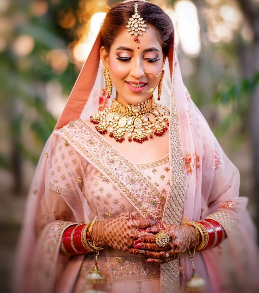 matching lehenga jewellery with pastel pink lehenga for wedding
