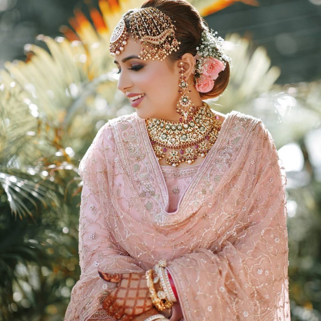 deep pink jewellery with plain pink sharara