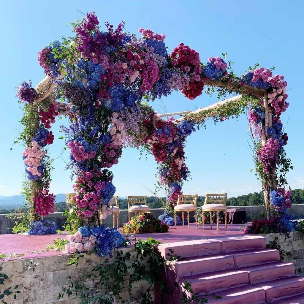 outdoor open ceiling flower mandap decoration