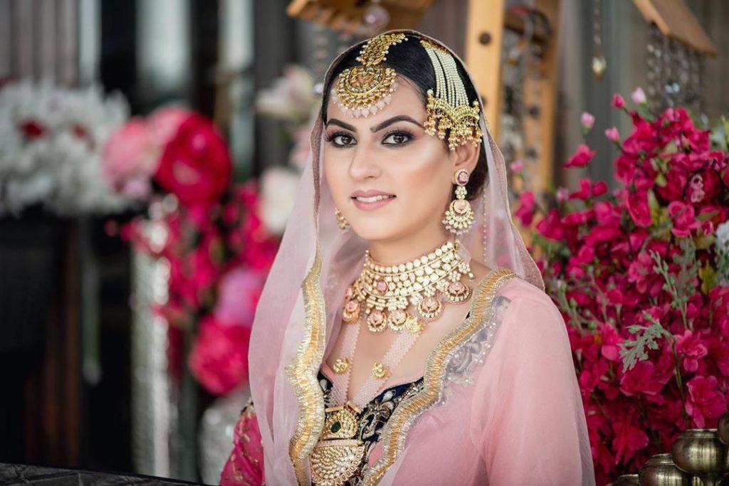 matching pink lehenga jewellery image