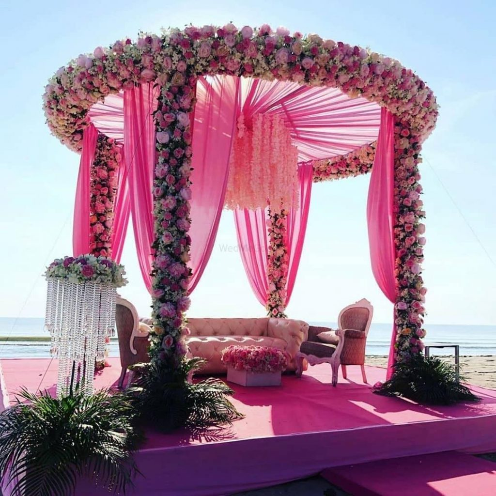 round ceiling pink mandap design