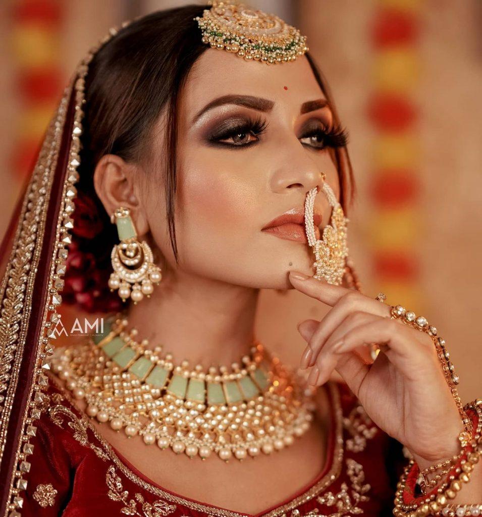 contrast turquoise jewellery with maroon lehenga