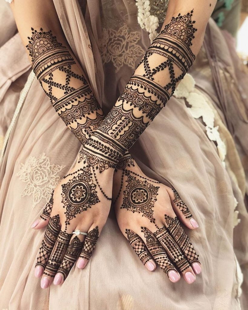 Diamond motif with strings and leaves for back hand bridal mehndi design