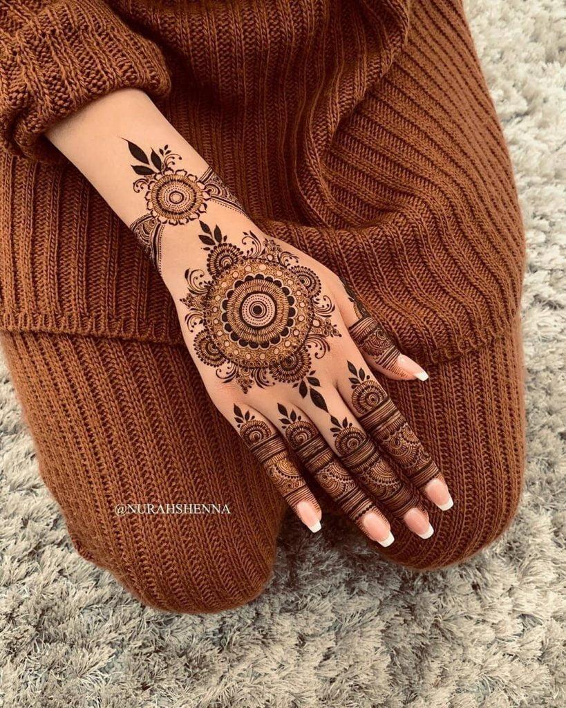 Beautiful Bracelet style back hand marriage mehndi