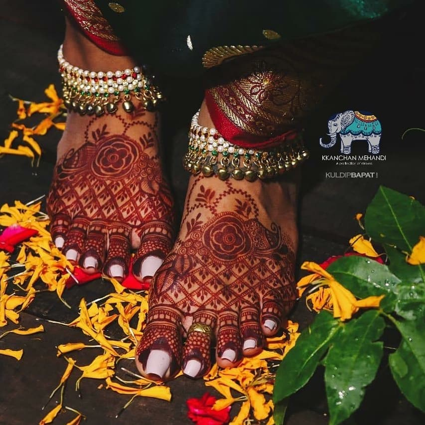 Half Feet Meshwork Bridal Mehndi Design For Feet