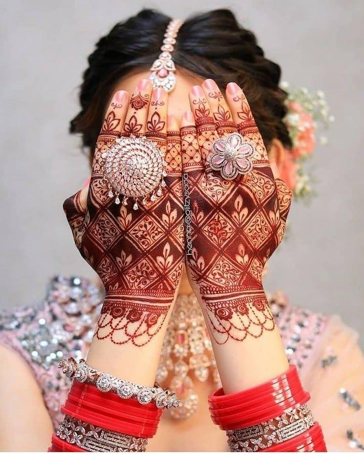 Mesh Back Hand mehendi designs with leaves