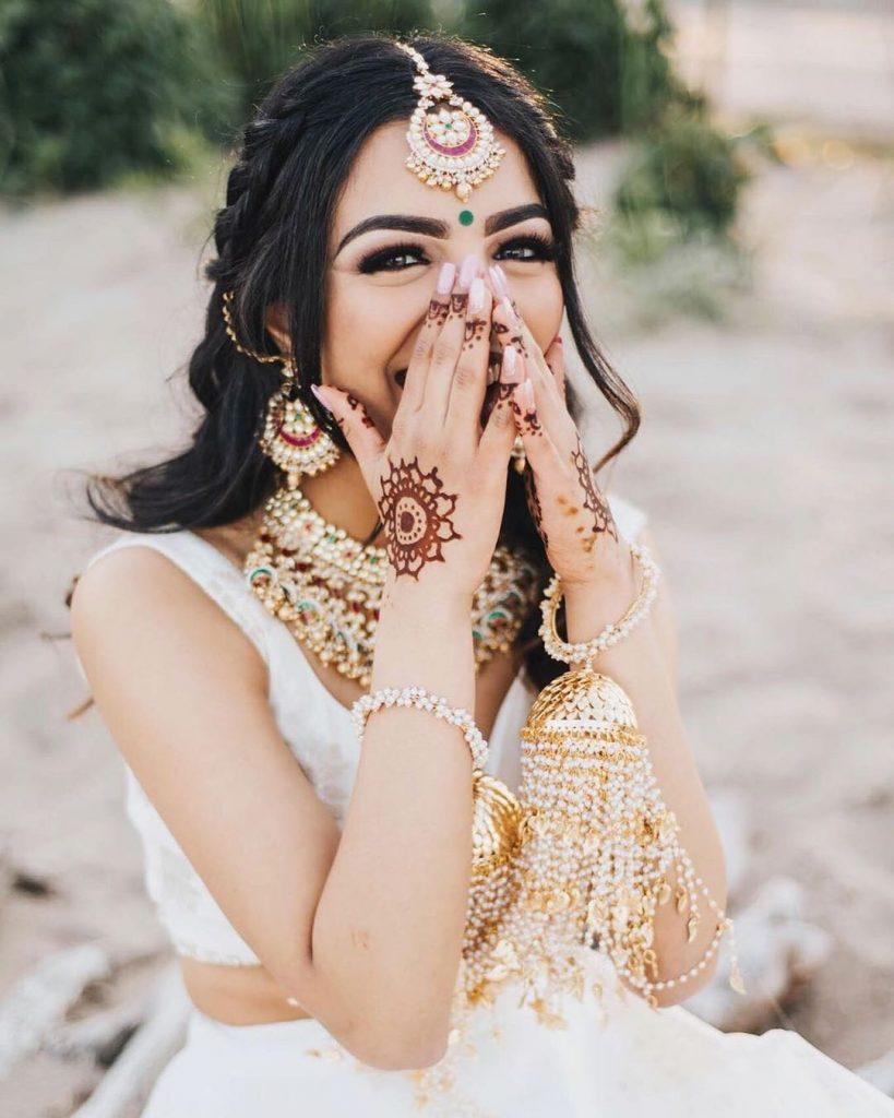 Minimalistic chakra back hand bridal mehandi design 2020