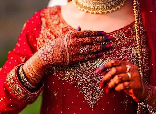 Intricate pakistani bridal back hand mehandi