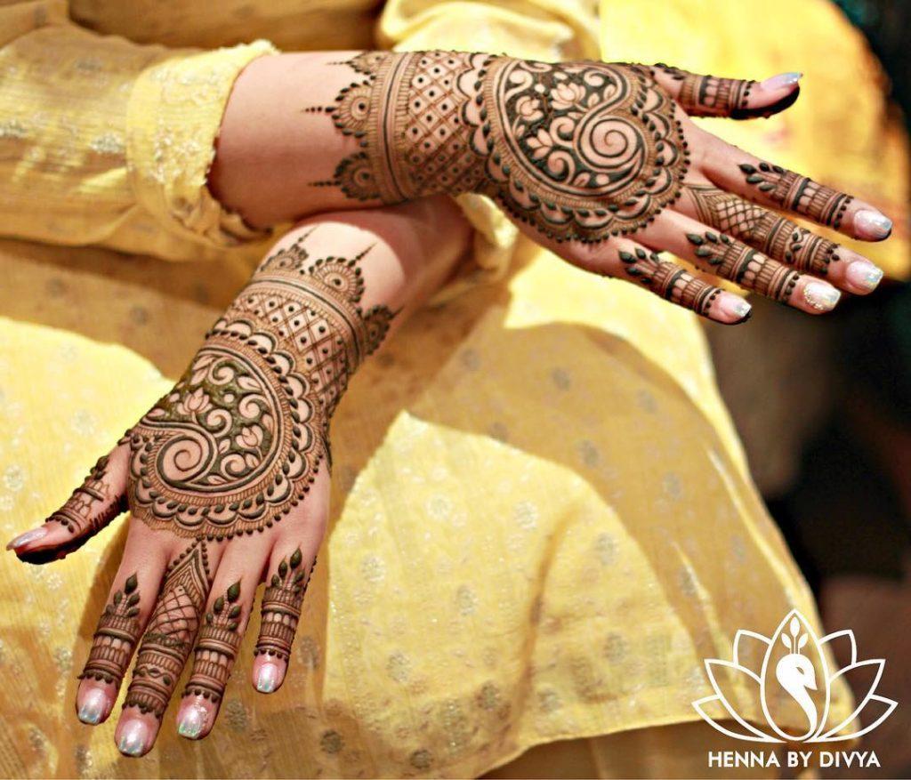 Paisley Motif back hand mehendi design for brides of 2020