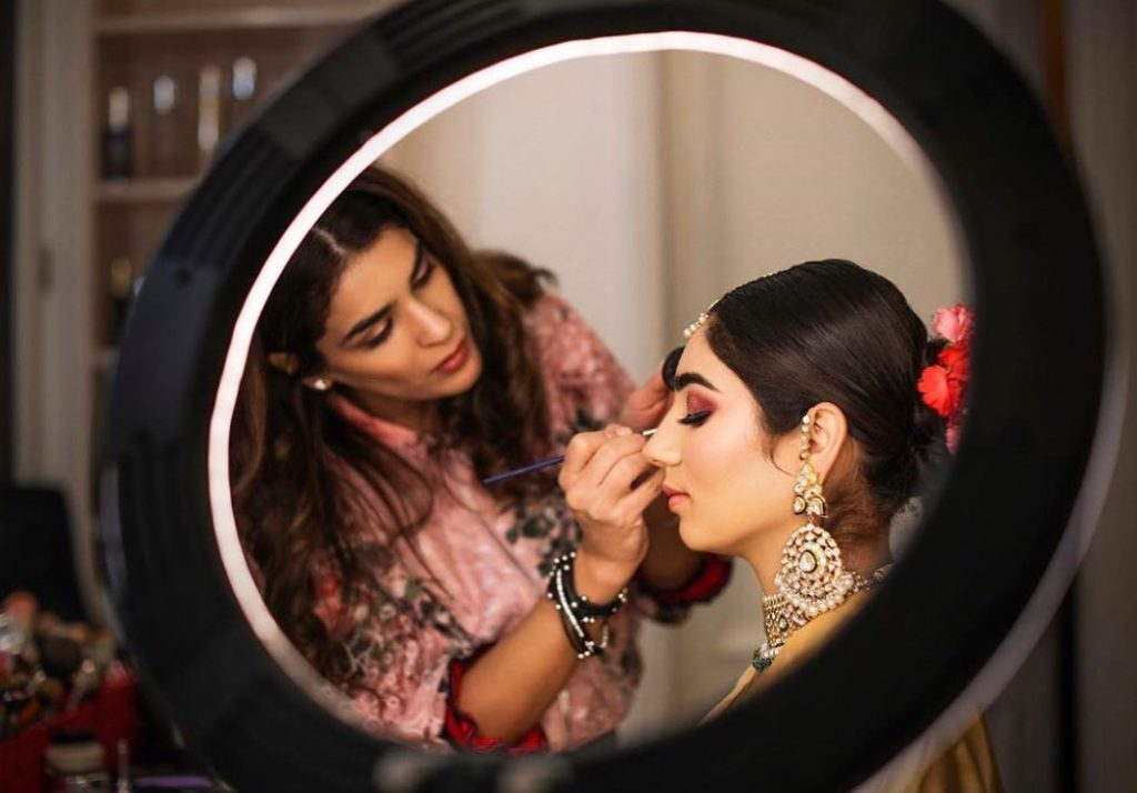 bridal eye makeup touch up with an eye shadow brush from her hd bridal makeup kit