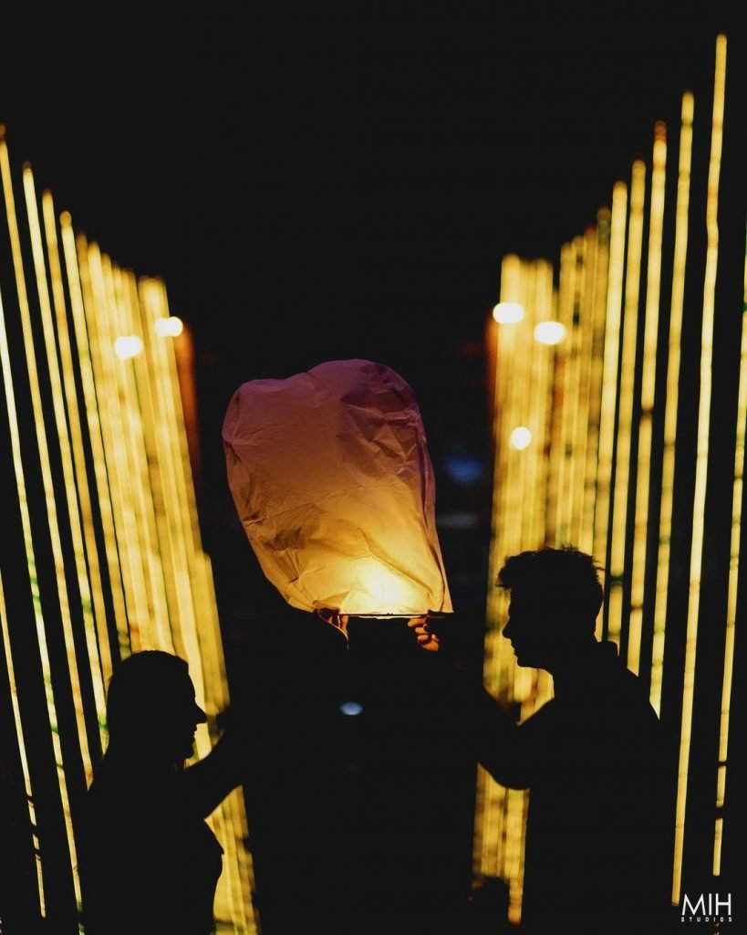 photoshoot with sky lanterns