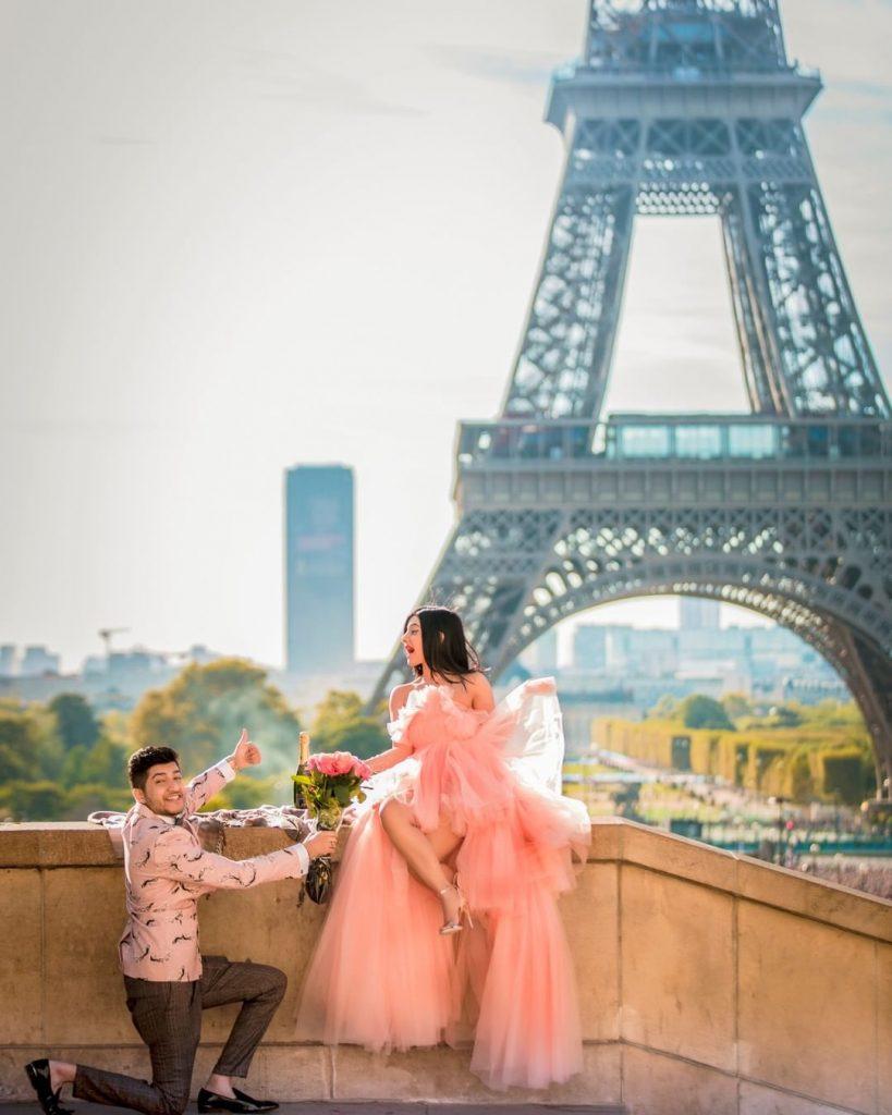 Eiffel tower romantic photoshoot