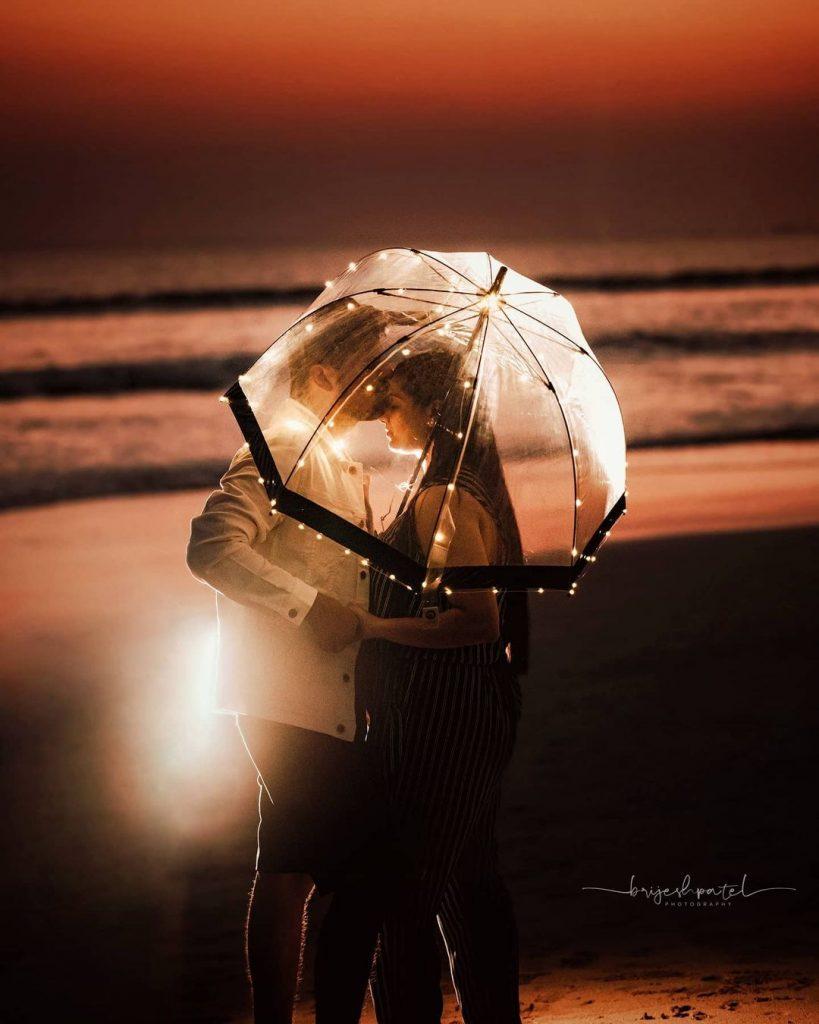umbrella light prop for pre wedding shoot