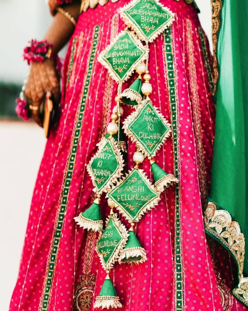Contrasting pink and green latkan design