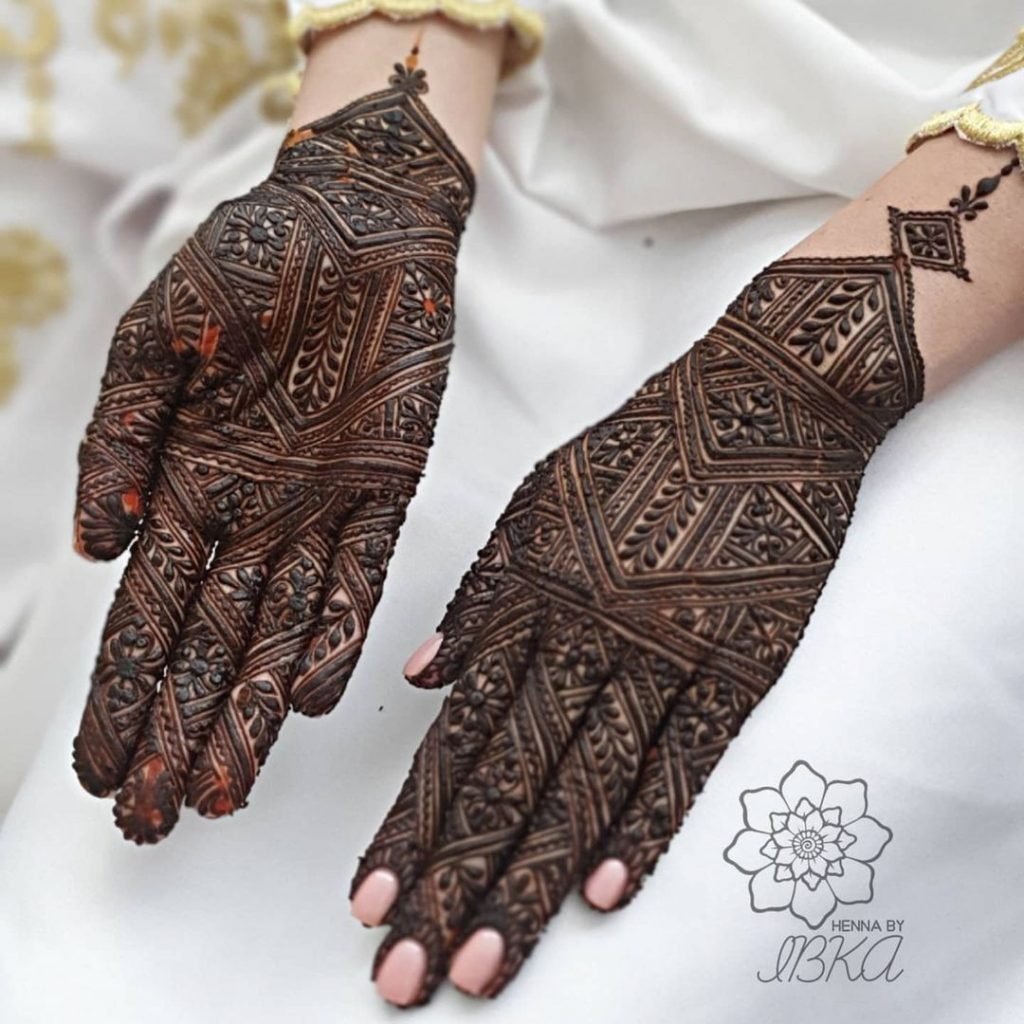 Detailed morrocan back and front hand mehandi design