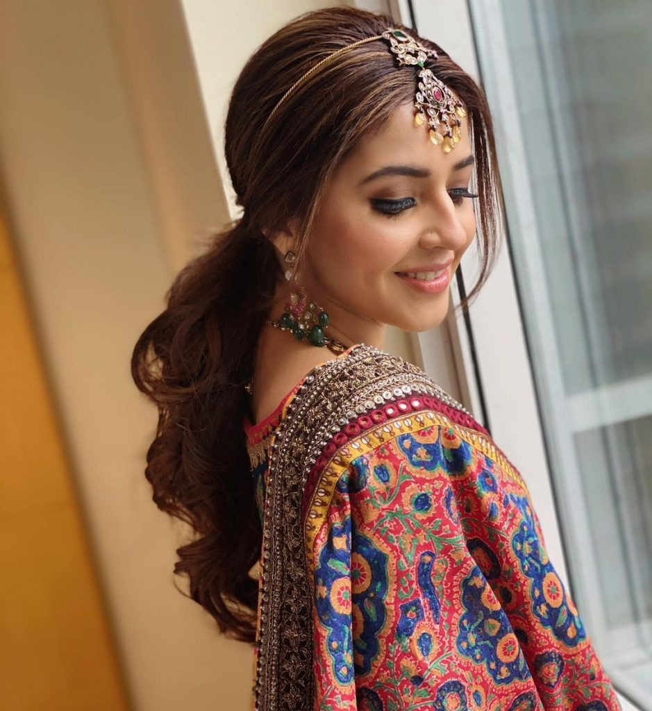 ponytail indian bridal hairstyle for heart-shaped face
