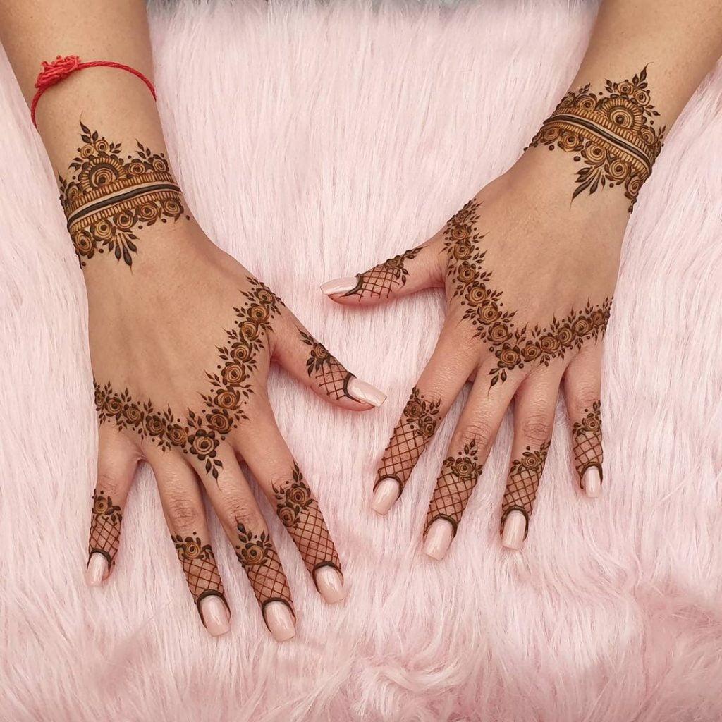minimalistic bracelet style backhand mehendi design for brides of 2020