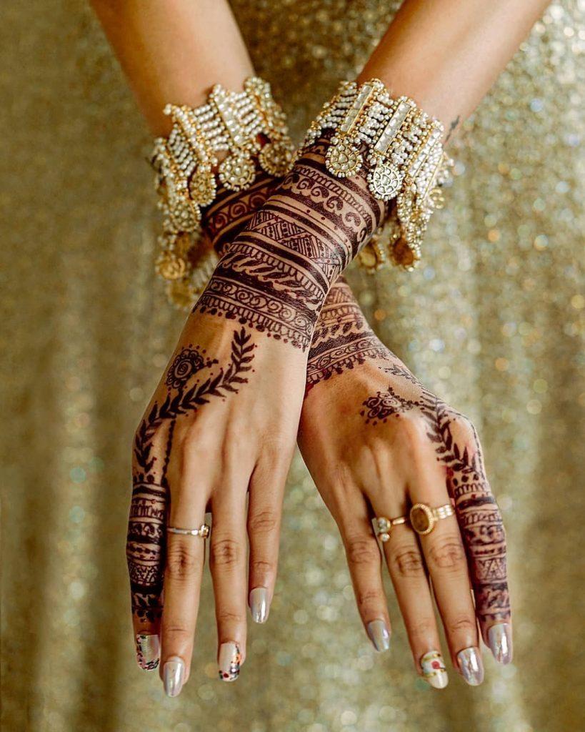 Simple Back hand minimal bridal henna design