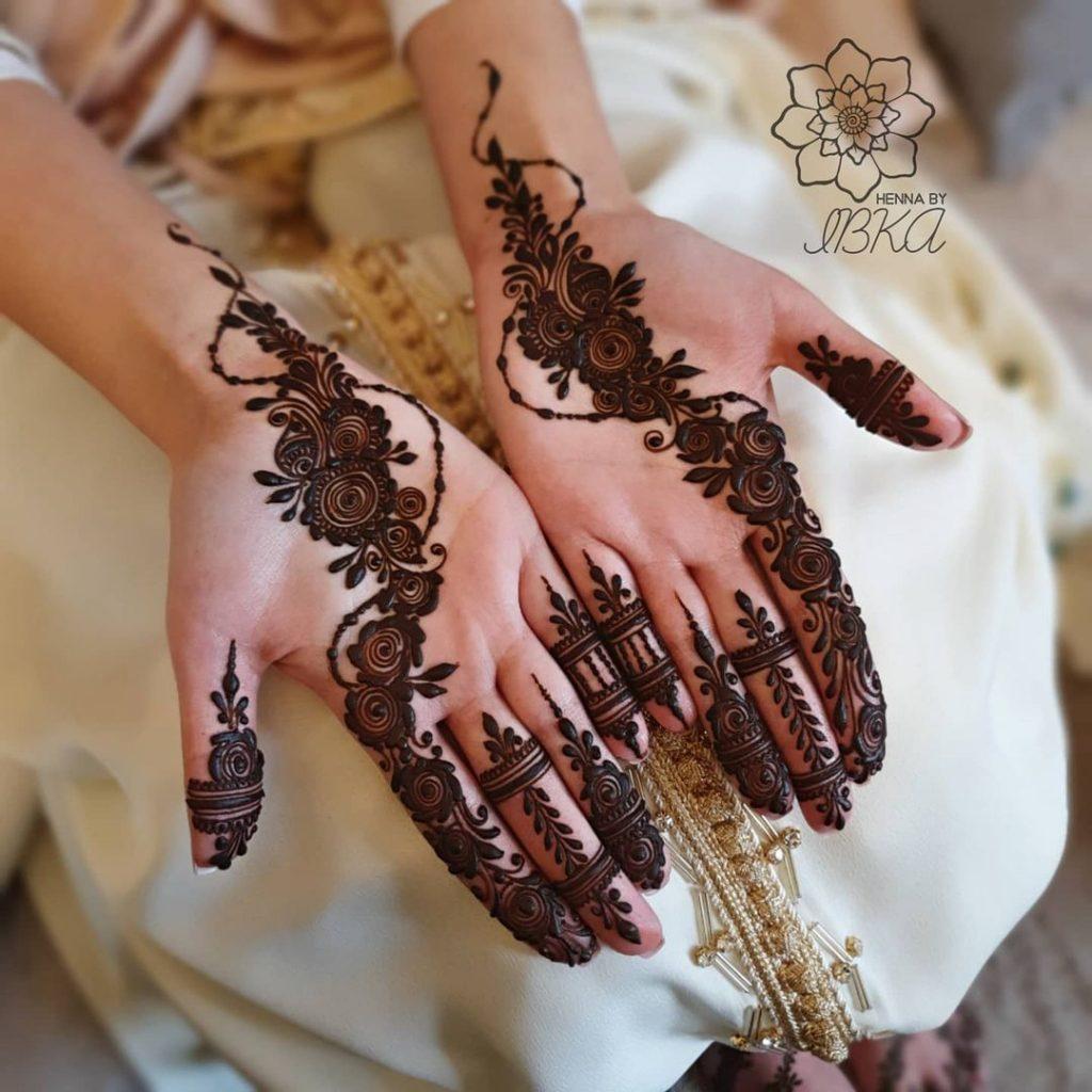 Beautiful diagonal arabic henna design for brides of 2020