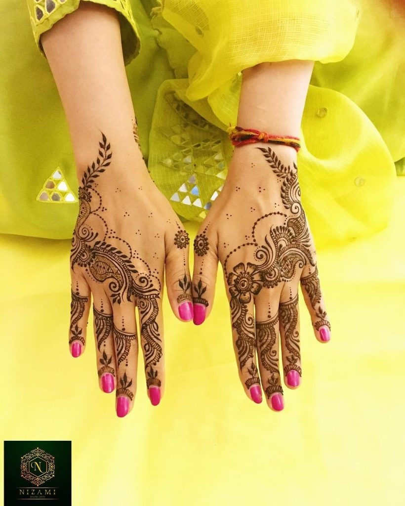 Simple arabic mehendi with paisley motifs and flowers