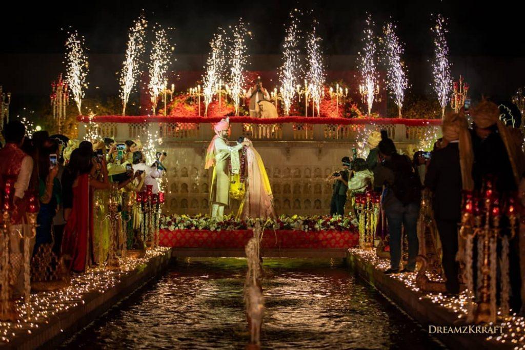water fountain wedding jaimala theme ideas