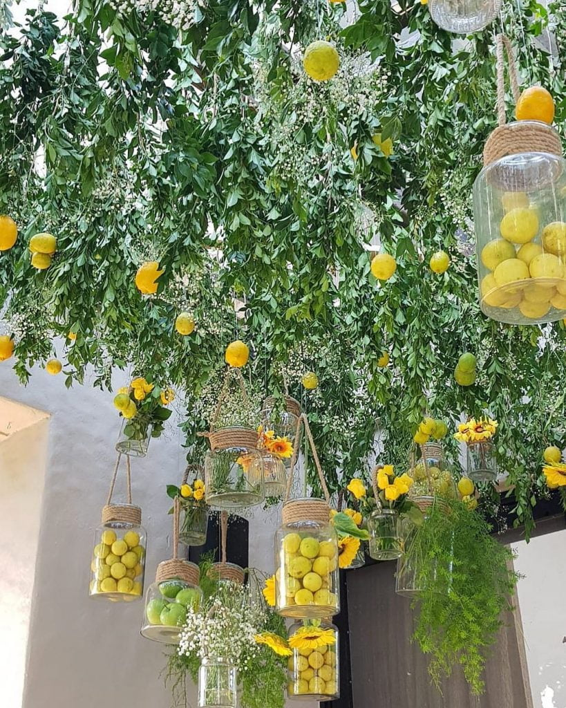 garden mehendi decoration ideas with fresh fruits and trees