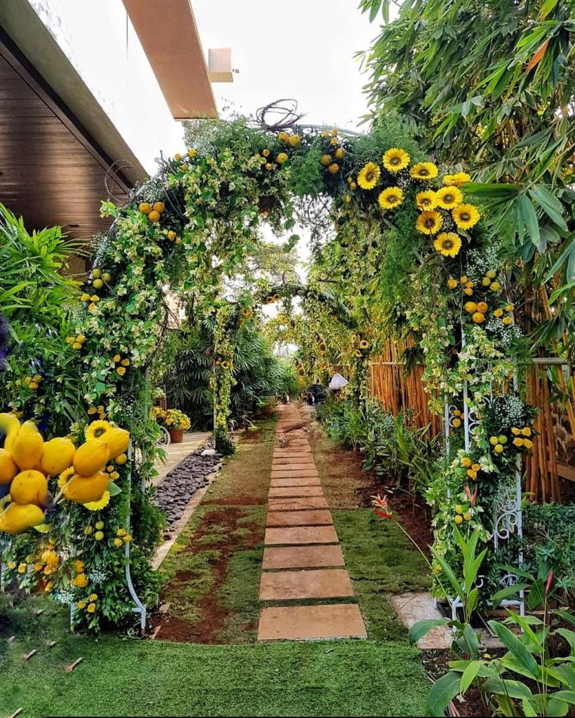 entrance decoration with leaves, sunflowers and mangos