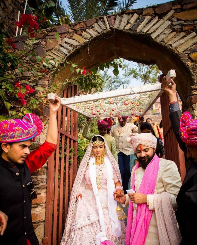 phoolon ki chaddar couple entry