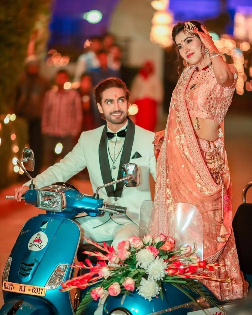 quirky twin scooter wedding couple entry