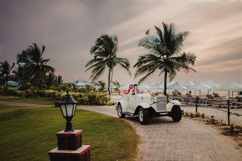 offbeat wedding vintage car bride and groom entry ideas